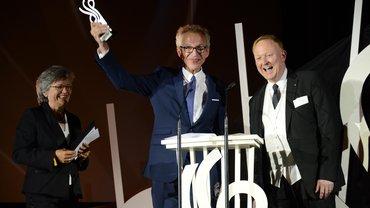 Laudatorin Olla Höf und die Preisträger von der ZAV-Künstlervermittlung auf dem Deutschen Schauspielerpreis