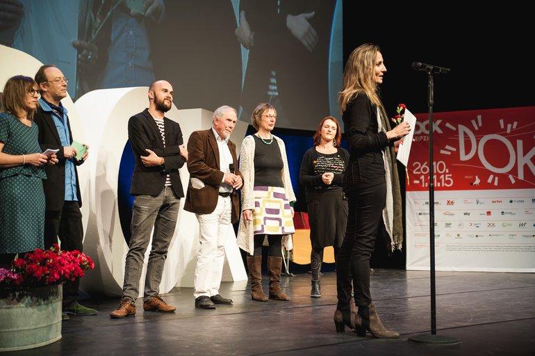 ver.di-Preisträgerin Marianna Economou bei der Presiverleihung auf der DOK Leipzig