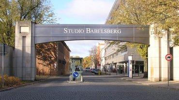 Der Eingang zum Gelände der Studio Babelsberg AG in Potsdam